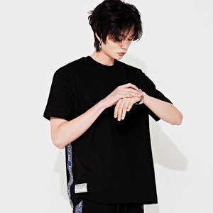 side tape pocket t-shirts (black)